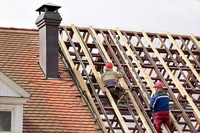 sheboygan roofers at work